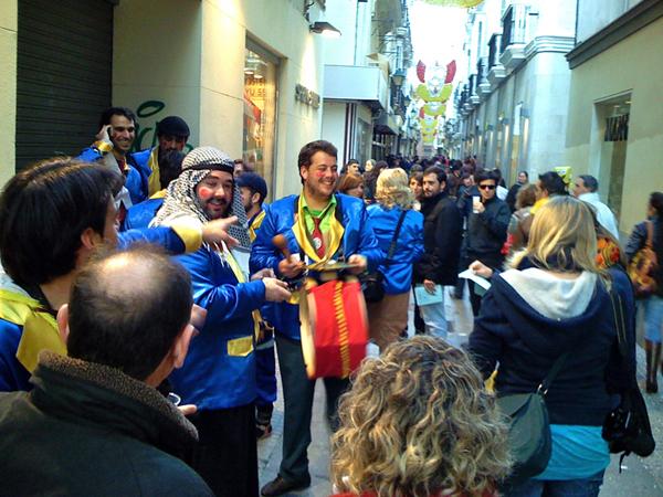 Chirigota ilegal en la calle Columela durante el Carnaval de Cádiz. Foto: Dodo Dodo - http://www.flickr.com/photos/80728032@N00/